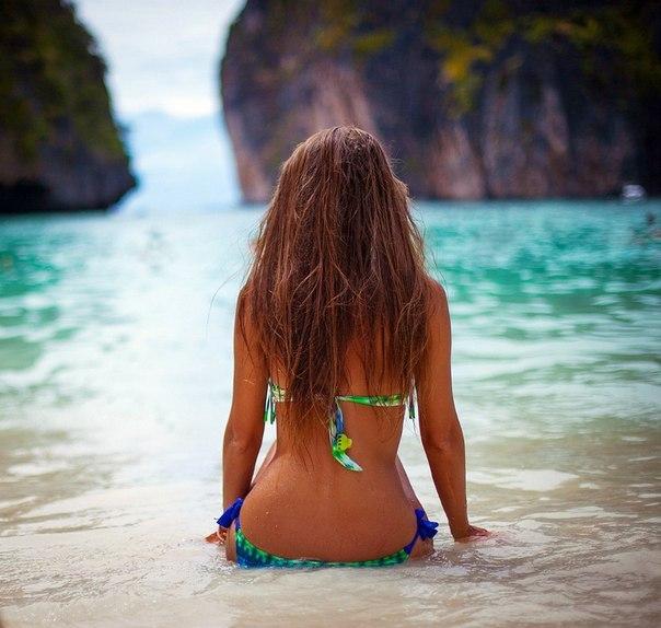Картинки по запросу фото девушки в Средиземном море